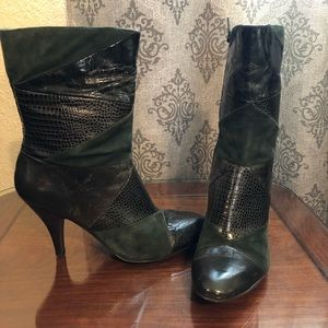 Nine West green textured boots size 8.5